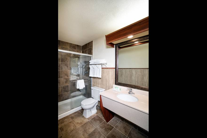 Family Room bathroom at Holiday Inn West Yellowstone