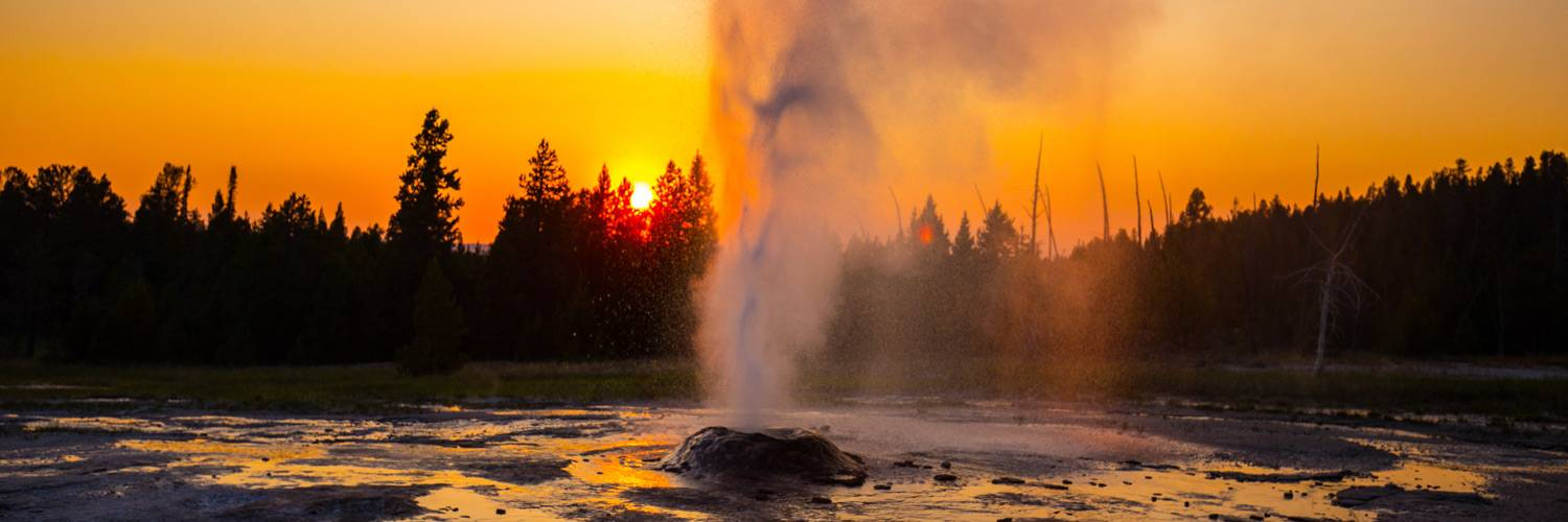 Fountain Geyser erupting in fall